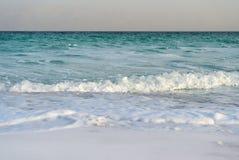 死海在多云天气的晚上 图库摄影