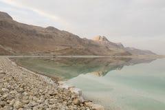死海海岸线的风景视图 停止的以色列海运 免版税库存图片