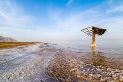 死海的咸海岸 库存照片