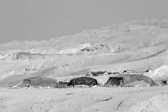 死海,约旦, 2015年12月24日:居住在死海旁边的游牧人民 免版税库存图片