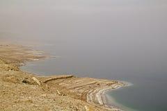 死的海盐海岸线在海岸和在水,从土佬的看法中 免版税库存图片