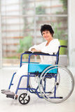 残疾中间名变老妇女 免版税库存照片