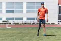 残疾人运动员画象有腿假肢的 免版税库存图片
