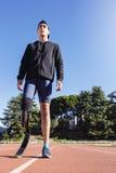残疾人运动员画象有腿假肢的 库存图片