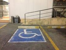 残疾停车处标志,停车处标志 免版税库存图片