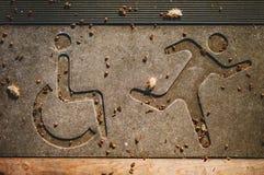 残疾和赛跑者标志 库存图片