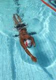 残疾游泳者 免版税库存照片