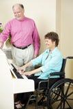 残疾钢琴演奏家 免版税库存图片
