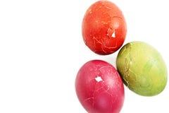 残破的复活节彩蛋绿化桃红色红色 库存图片