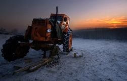 残破的拖拉机 库存照片