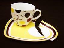 残破的杯子茶碟 库存照片