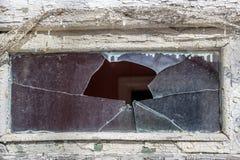 残破的杯小窗口 免版税库存图片