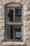 残破的玻璃窗 免版税库存照片