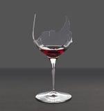 残破的玻璃红葡萄酒 免版税库存照片