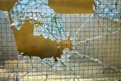 残破的玻璃门 免版税库存图片