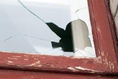 残破的玻璃,特写镜头窗口 免版税图库摄影