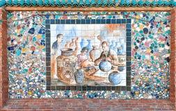 残破的瓦器和陶瓷绘画马赛克  库存图片