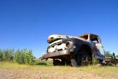 残破的生锈的卡车 图库摄影