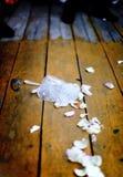 残破的盘玻璃传统婚礼 库存图片