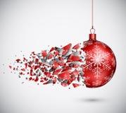 残破的红色圣诞节球 库存图片