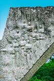残破的翼细节在克拉古耶瓦茨附近中断了飞行纪念碑在Sumarice纪念公园在塞尔维亚 免版税库存图片