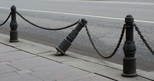 残破的老边路篱芭 图库摄影