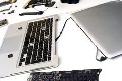 残破的苹果计算机MacBook iPad 免版税图库摄影