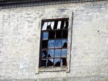残破的视窗 老离开的房子 库存照片