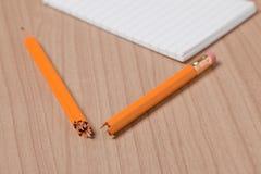 残破的记事本铅笔 库存照片