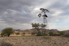 残破的风车在Tsaobis自然公园,纳米比亚 免版税库存图片
