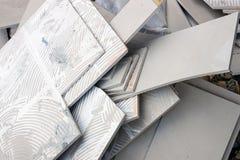 残骸从铺磁砖的地板,新铺离开 免版税图库摄影