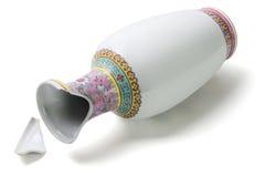 残破的东方花瓶 免版税库存照片