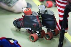 残破的冰鞋 免版税库存照片