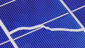 残破的太阳电池板细胞分开转动,准备好的圈 股票视频