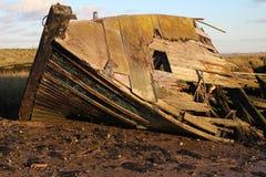 残破的小船 免版税库存照片