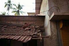 残破的屋顶 免版税库存照片