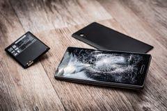 残破的手机和零件 免版税库存照片