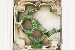 残破的方形的陶瓷花 库存图片