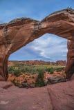 残破的曲拱,拱门国家公园默阿布犹他 免版税库存照片