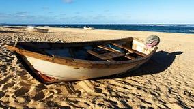残破的木小船 图库摄影
