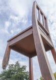 残破的椅子纪念碑在日内瓦 免版税库存照片