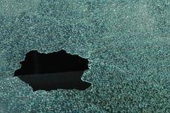 残破的汽车挡风玻璃 图库摄影