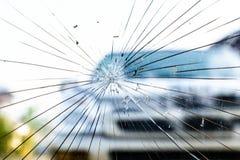 残破的汽车挡风玻璃 免版税库存图片