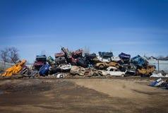 残破的汽车的转储 全部废金属 库存照片