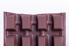 残破的牛奶巧克力酒吧片断 库存图片