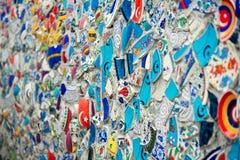 残破的瓦片墙壁马赛克在伊斯坦布尔, 图库摄影