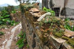 残破的砖墙 免版税库存图片