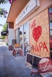 残破的窗口我们爱纳帕 免版税库存图片