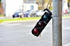 残破的红绿灯杆 库存照片