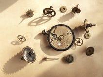残破的老手表 免版税图库摄影